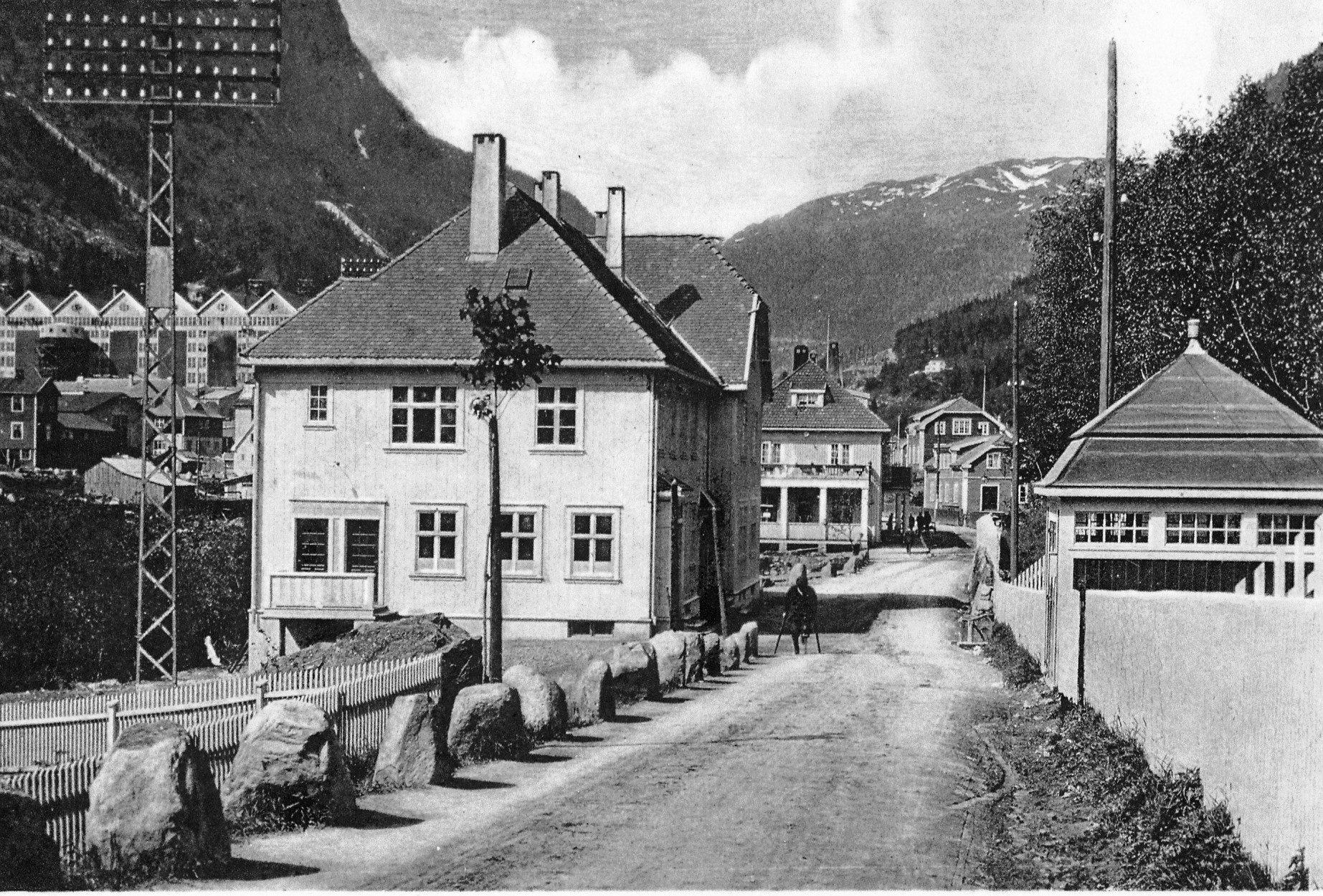 Postkontor og Brannkiosk omkring 1912